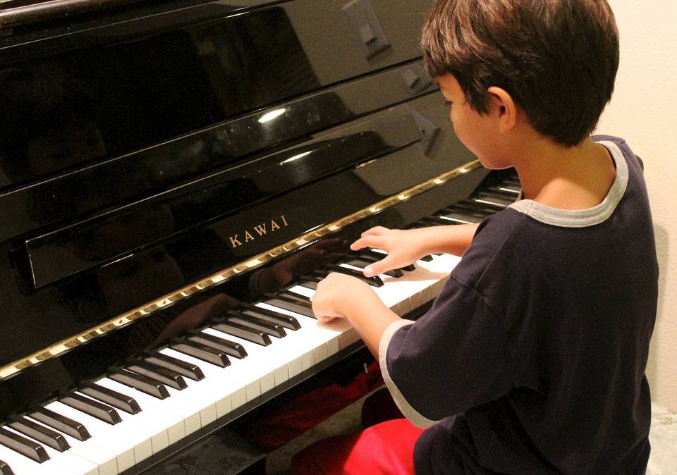 benefit of learning to play the piano for children